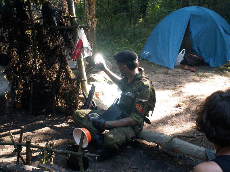 Уже в лагере... Оттирать маскировочное средство с морды лица - мерзкое занятие...