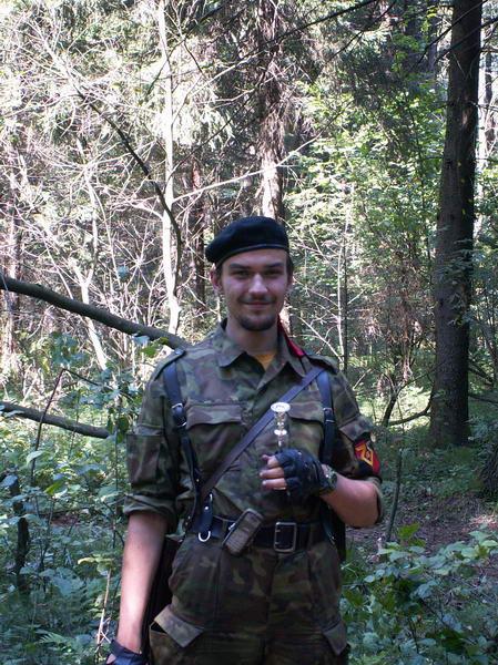 Форт-командор Ник Николс с канделябром