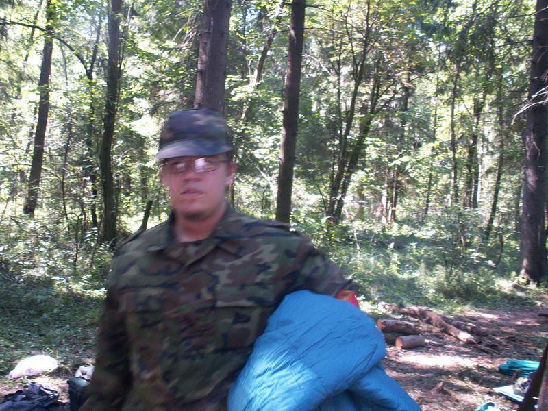 Форт-сержант Дункан Киркли c голубым спальником