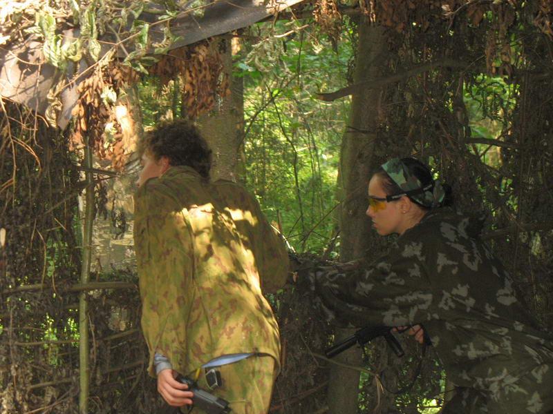 Следующий Раунд. Вторая команда обороняет шалаш и заметила Рагдая.